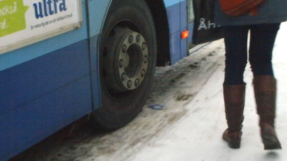 Underkylt regn gjorde gator och vägar glashala i Umeå den 16 januari.