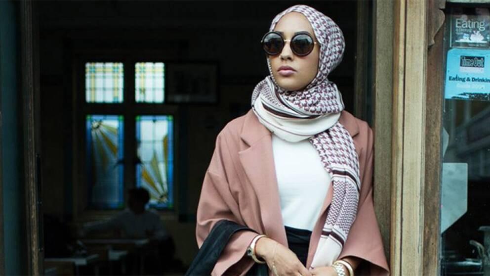 Två nya svenska reklamkampanjer har fått mycket uppmärksamhet på grund av att de använder sig av kvinnor med slöja som modeller.