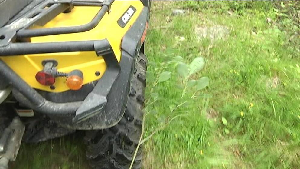 Pojke allvarligt skadad i fyrhjulingsolycka