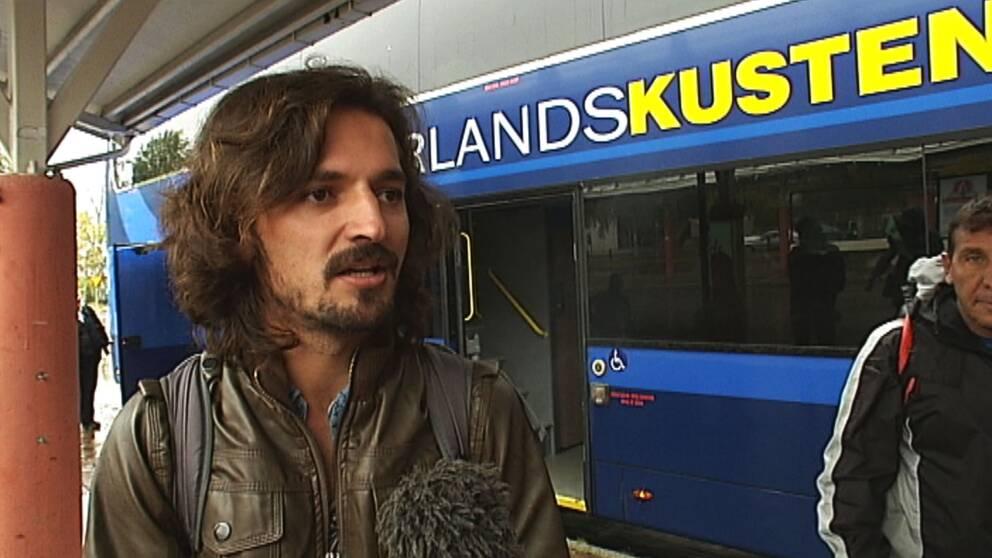 Ajmal Khan har flytt från Afghanistan och kom till Kemi i Finland under gårdagen. Direkt åkte han tillbaka till Luleå.