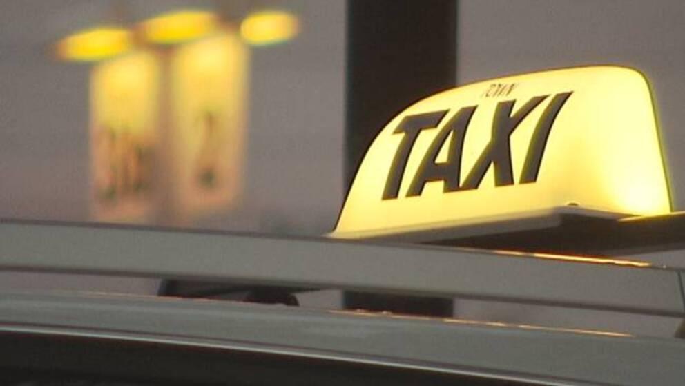 Skylt på taxitak