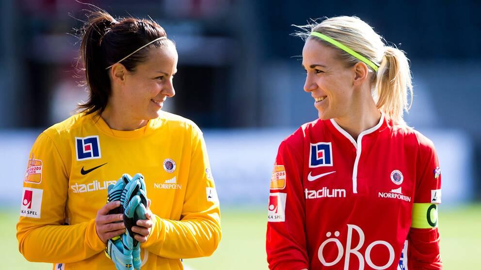 Örebros målvakt Carola Söberg och lagkapten Elin Magnusson.