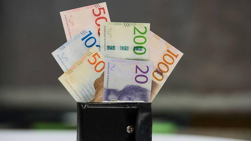 Det är struligt med de nya sedlarna i vissa butiker.