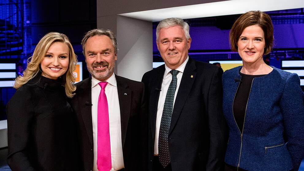 SVT:s inrikespolitiska kommentator Margit Silberstein säger efter partiledardebatten i Agenda att Alliansen nu pressas från två håll.