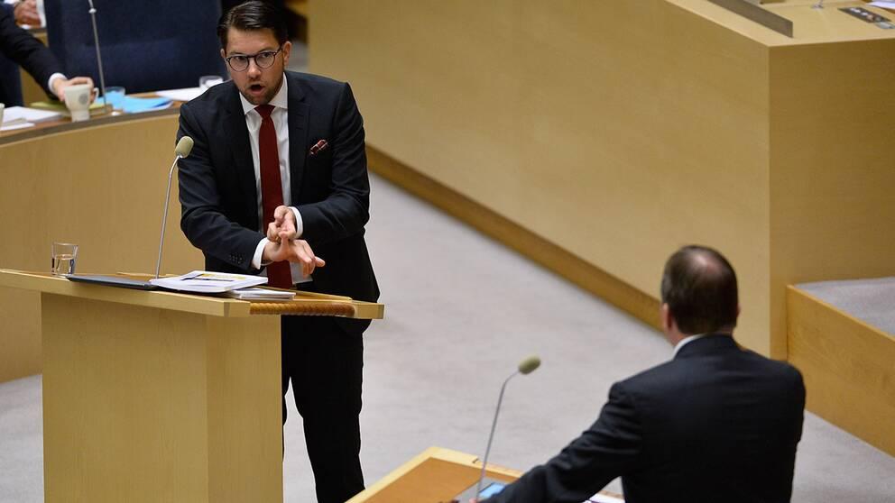 SD:s Jimmie Åkesson sa att han känner hopplöshet och att samhället står inför en kollaps på grund av den höga invandringen.