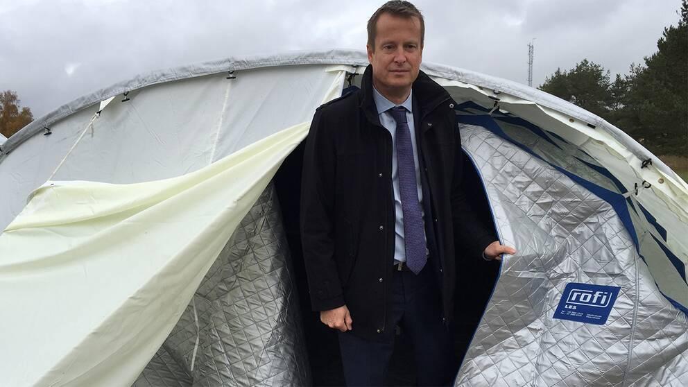 Inrikesminister Anders Ygeman (S) tycker Revinges tält är en bra lösning.