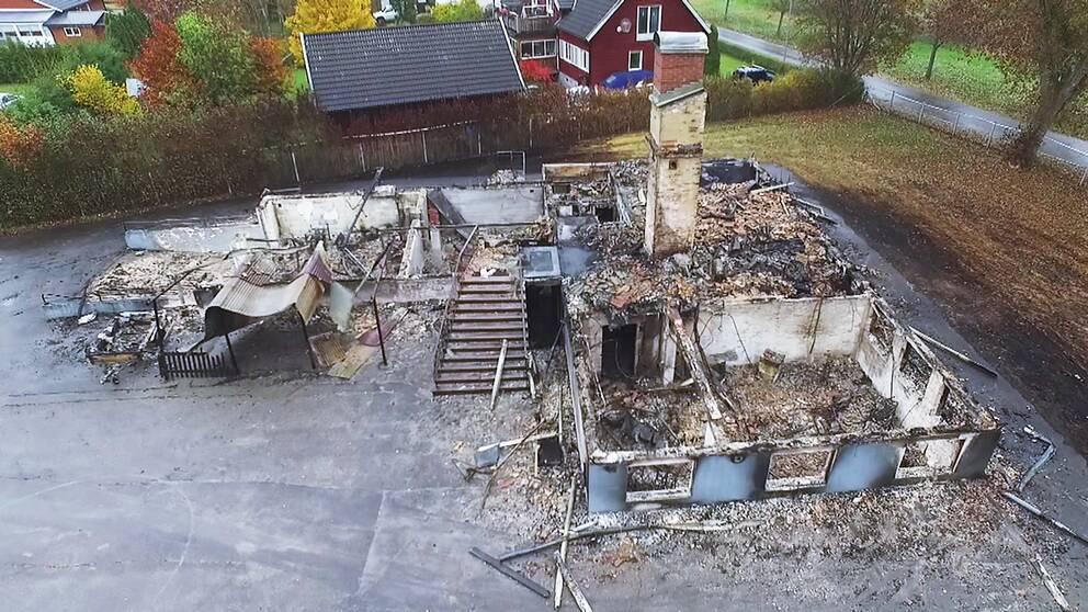 Den tidigare skolan i Kånna brändes ner innan den hann bli flyktingboende.