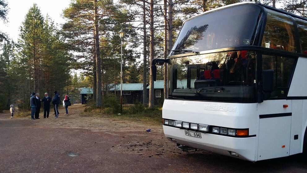 Asylsökande vägrar kliva av bussen i Limedsforsen