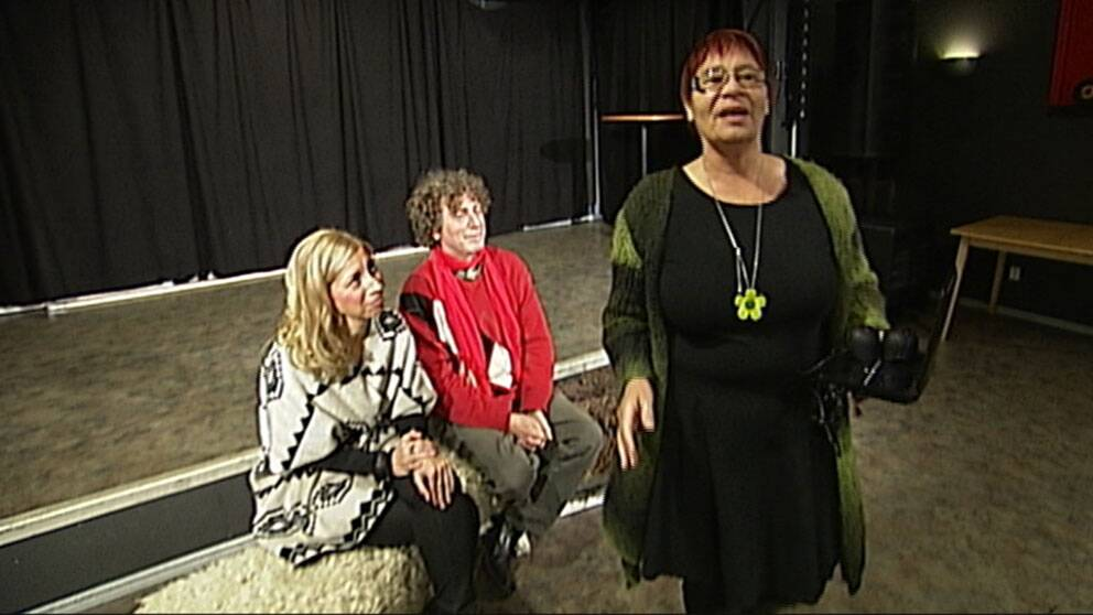 Paula Barton, Michael Neumann och Irmeli Stenman i föreställningen Ja så vi leva!
