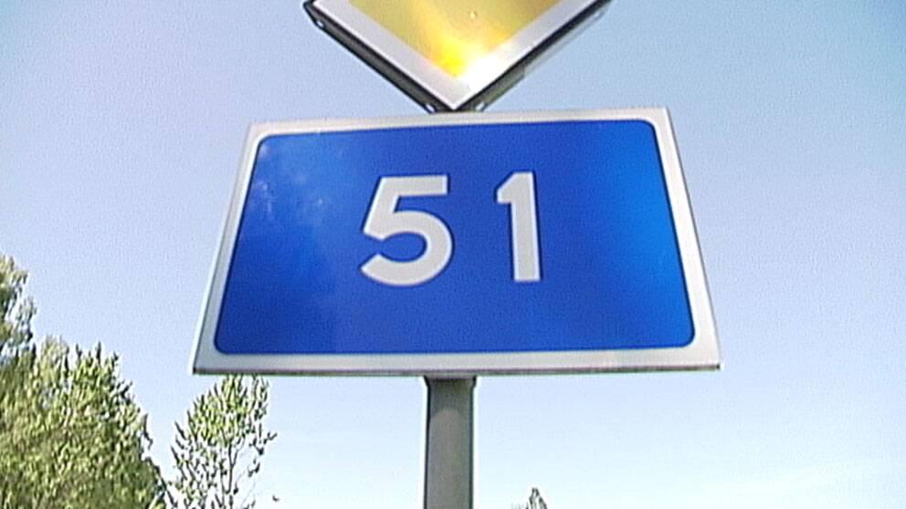 Riksväg 51 skylt