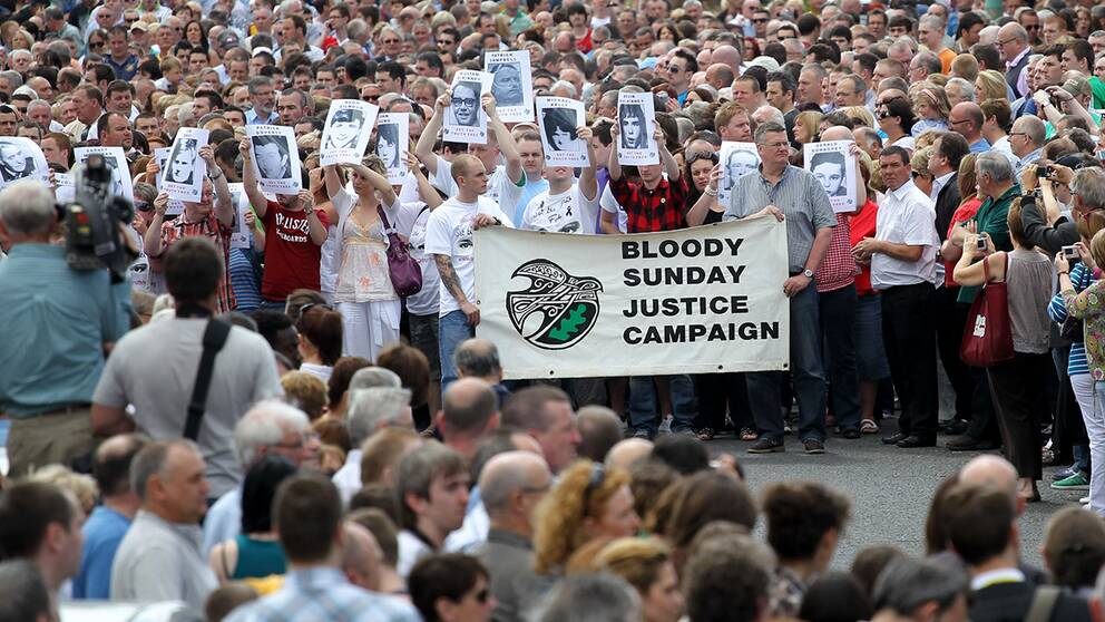 Demonstranter slogs blodiga