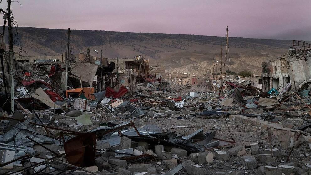 Förödelsen är total i staden Sinjar i norra Irak.