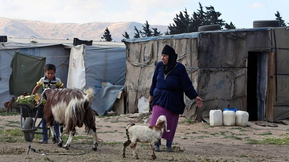 Regeringen ger två miljarder extra i bistånd. Pengarna ska framför allt gå till hjälp för syriska flyktingar.