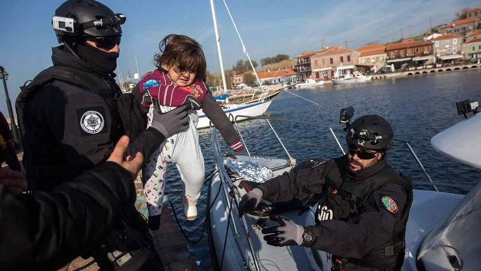 Portugisiska medlemmar i EU:s gränsbevakningsstyrka Frontex på den grekiska ön Lesbos.