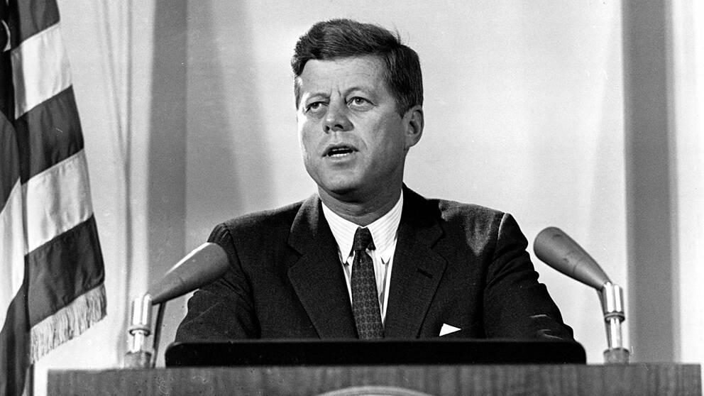 John F. Kennedy (1917-1963). Demokrat – president mellan 20 januari 1961 och 22 november 1963. Vicepresident Lyndon B. Johnson.