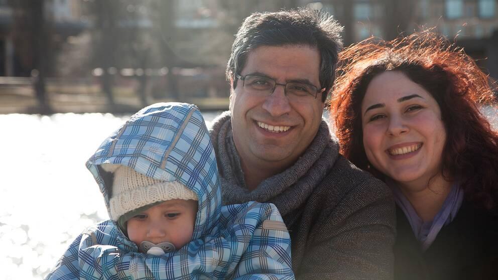 Roozbeh, hans hustru Sara och deras son Abtin är jublande glada efter beskedet om att ges skydd i Sverige.