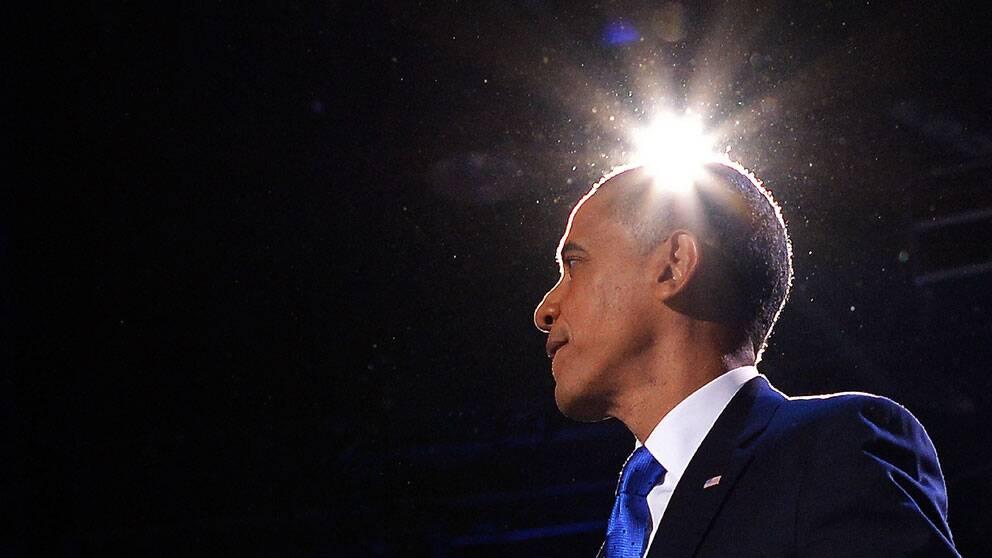 Den omvalde presidenten Barack Obama på scen i Chicago.