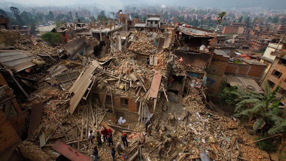 Räddningsarbete i Kathmandu, Nepal efter jordbävningen i april 2015.