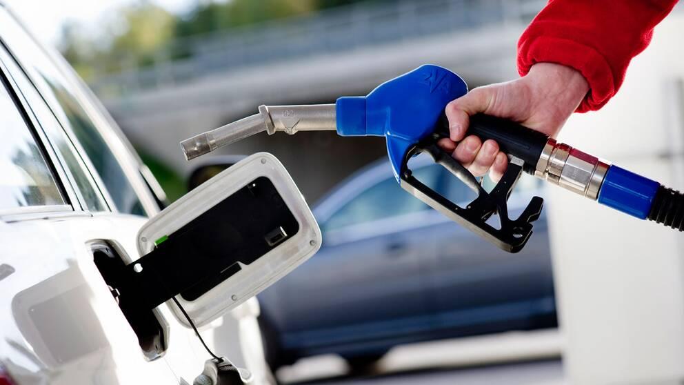 Från årsskiftet höjs skatten på drivmedel och då blir det också allra dyrast att tanka med etanolbränslet E85.