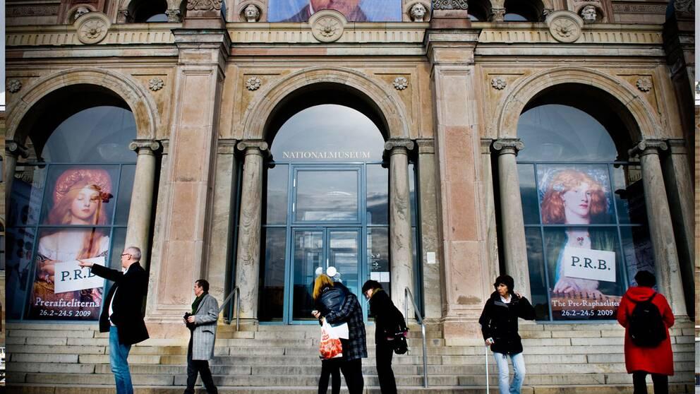 24 tjanster bort fran naturhistoriska riksmuseet