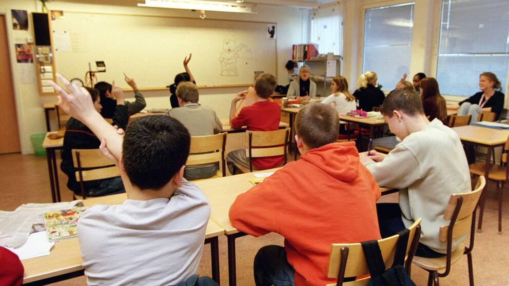 Betygsgapet mellan flickor och pojkar ökar i högstadieskolan.