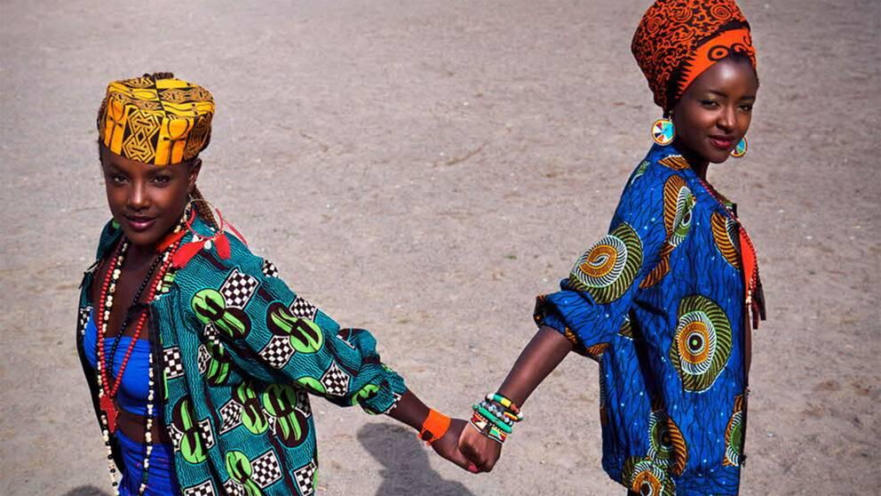 """I """"Martha & Niki"""" följer dokumentärfilmaren Tora Mårtens dansarduon Martha Nabwire och Niki Tsappos väg till att bli de första kvinnliga världmästarna i street dance."""