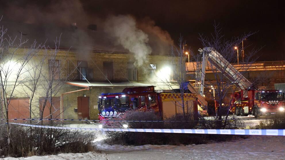 Räddningsinsats vid brand i Borås.