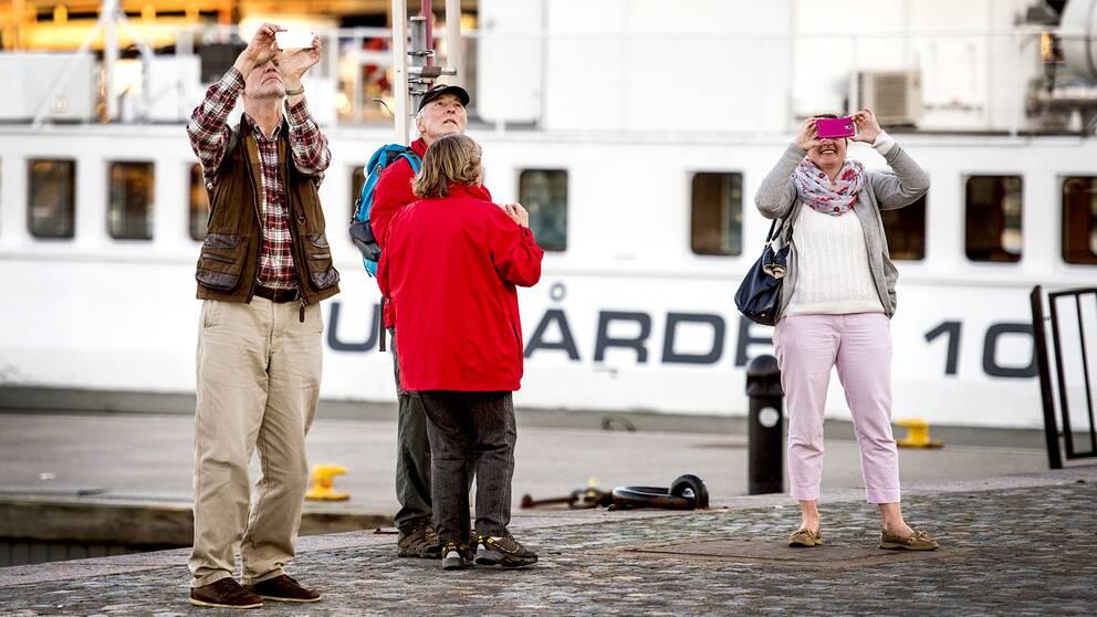 Smartphoneanvändare i Stockholm – år 2018 kan 5G-nät bli verklighet i den svenska huvudstaden.