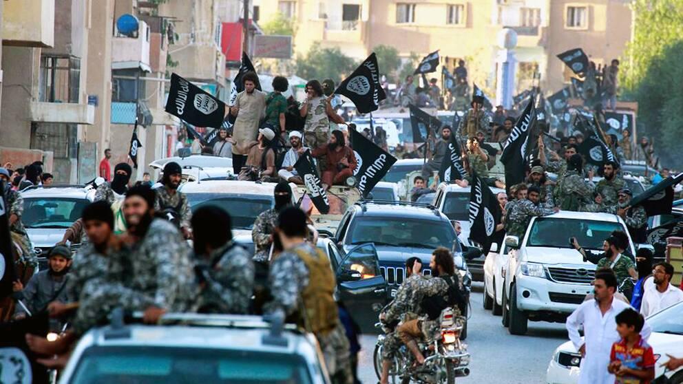 IS-parad i Raqqa, juni 2014.