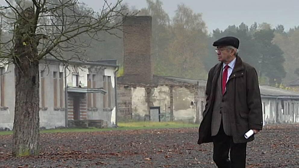 """Tobias Rawet överlevde förintelsen. I dokumentärern """"Räddad av fienden"""" återvänder han för första gången till koncentrationslägret Ravensbrück."""