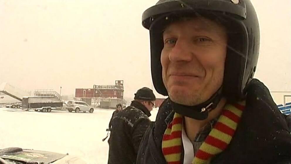 SVT Norrbottens reporter Hans Sternlund testar rallycross