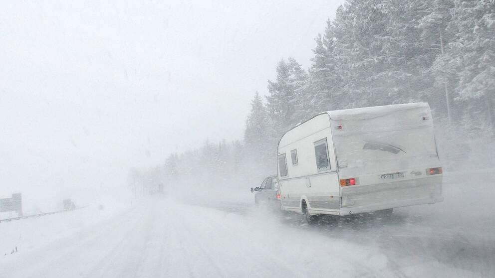 Husvagn i snöstorm