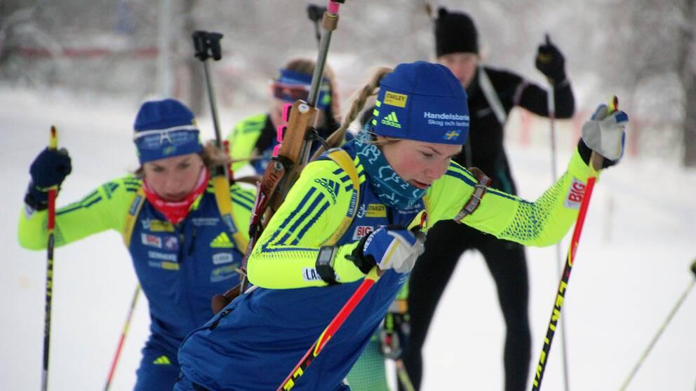De svenska damerna växlar.