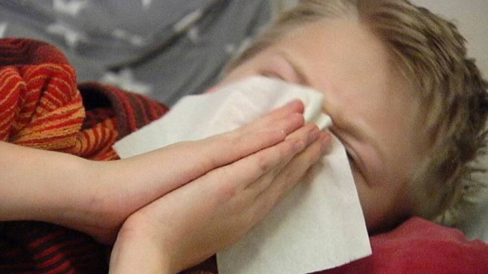 Antalet barn som är hemma från skolor och förskolor i Karlstad idag är enligt skoldirektören märkbart.