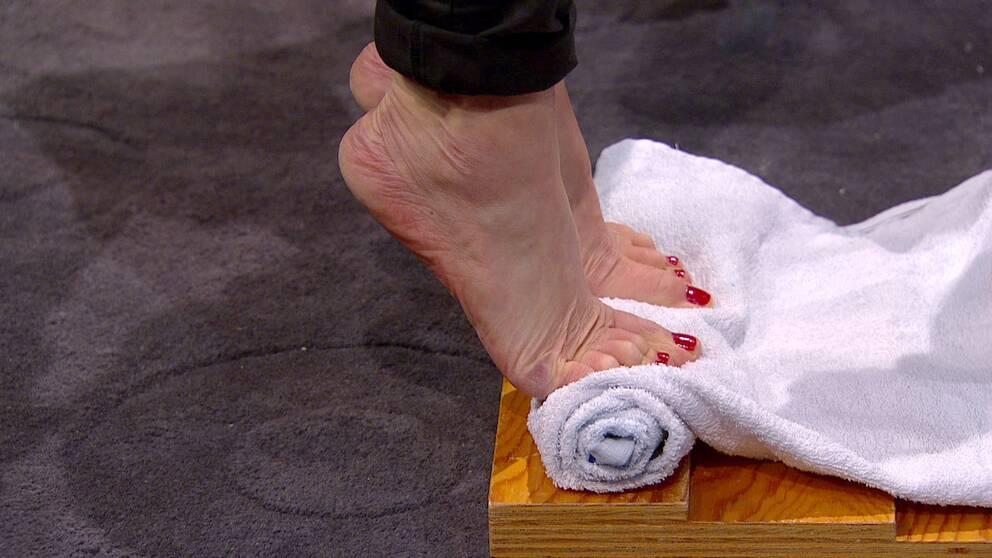 Övning för plantarfascian, träna foten, sjukgymnastik