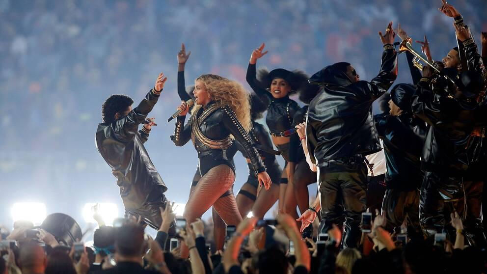"""Beyoncé uppträdde med sin nya singel """"Formation"""" under helgens Super Bowl-turnering i amerikansk fotboll."""