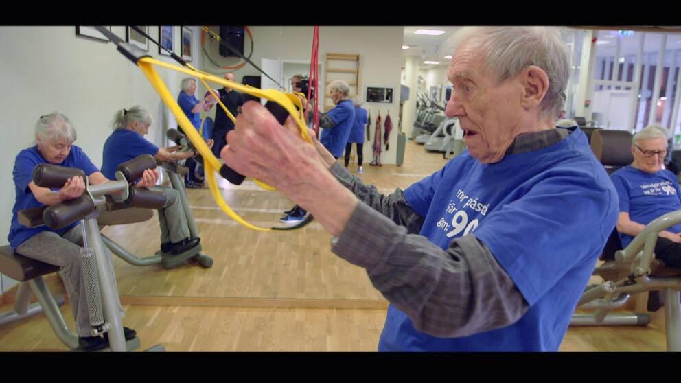 90-åring tränar