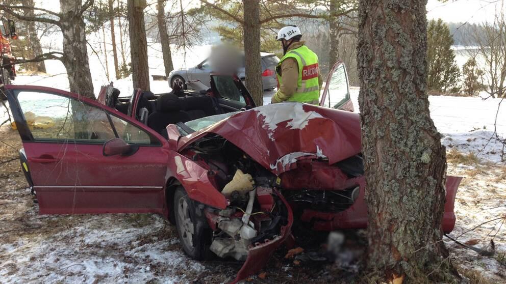 Tre skadade i bilolycka 1