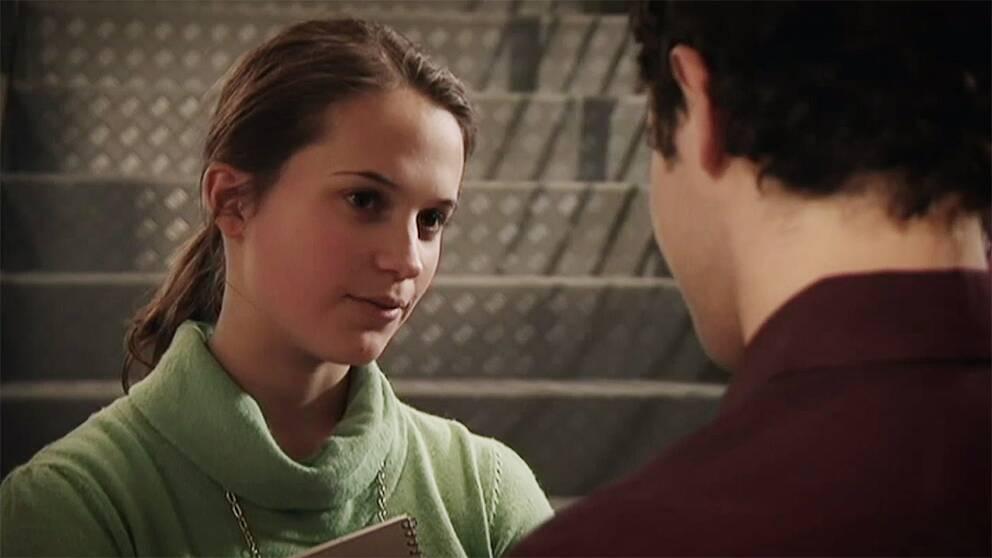 Alicia Vikander som Jossan.