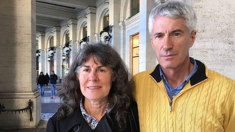 Chrissie och Anthony Foster. Två av deras döttrar våldtogs som barn av samma präst. En begick självmord.