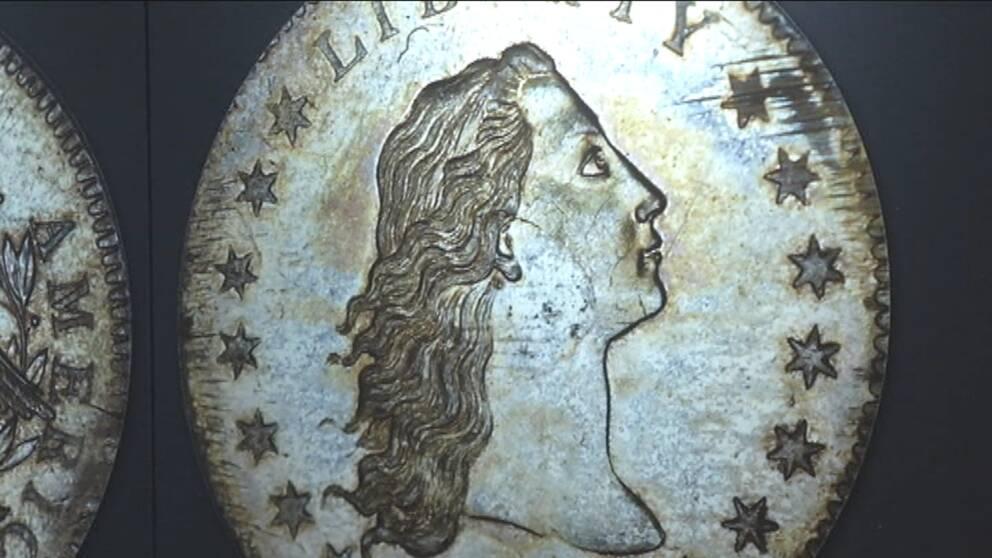 """Världens dyraste mynt, en """"Flowing hair silver dollar"""", visades upp på Kungliga Mynt-kabinettet i Stockholm."""