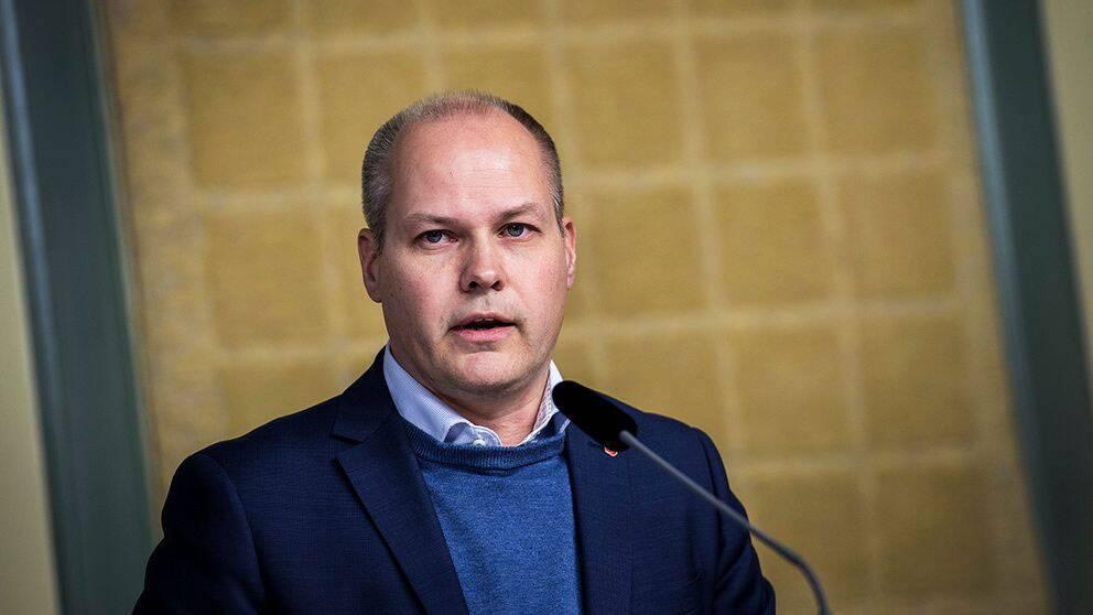 Indragna bidrag ska få fler att lämna Sverige