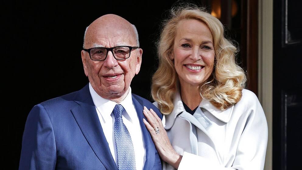 Rupert Murdoch och Jerry Hall lämnar Spencer House efter fredagens vigsel.