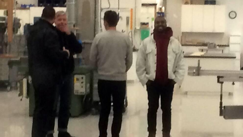 Världsstjärnan Kanye West besökte Ikea i Älmhult.