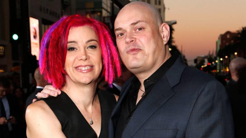 Lilly Wachowski (till höger) innan den könskorrigering hon nu har genomgått. Här tillsammans med systern Lana.