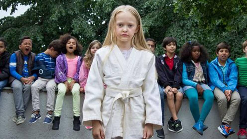 """Suzanne Ostens nya film om """"Flickan, mamman och demonerna"""" har fått 15-årsgräns av Statens medieråd som menar att den kan skada yngre barns välbefinnande."""