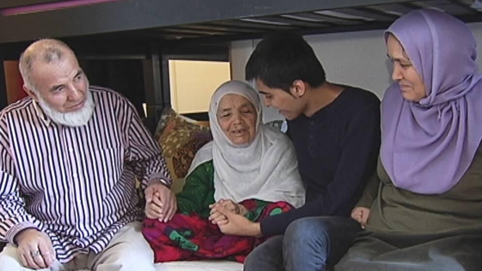 Bibihal Uzbeki tillsammans med familjen är framme efter den mödosamma flykten.
