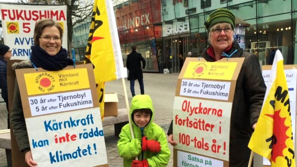 Ingrid Ranke, till vänster, vill avveckla kärnkraften