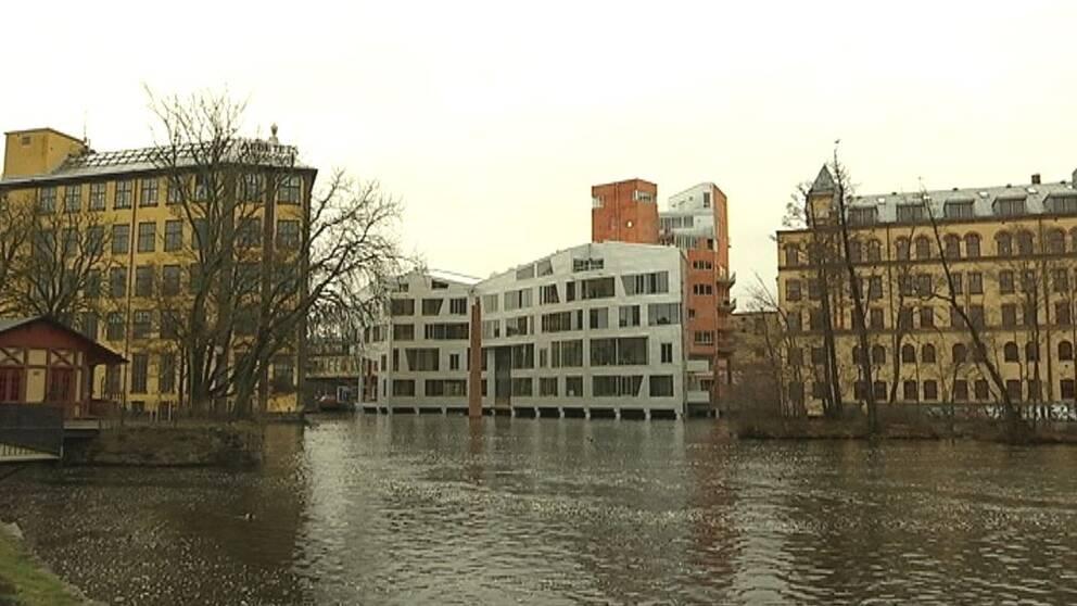 Byggnaden Katscha i industrilandskapet i Norrköping.