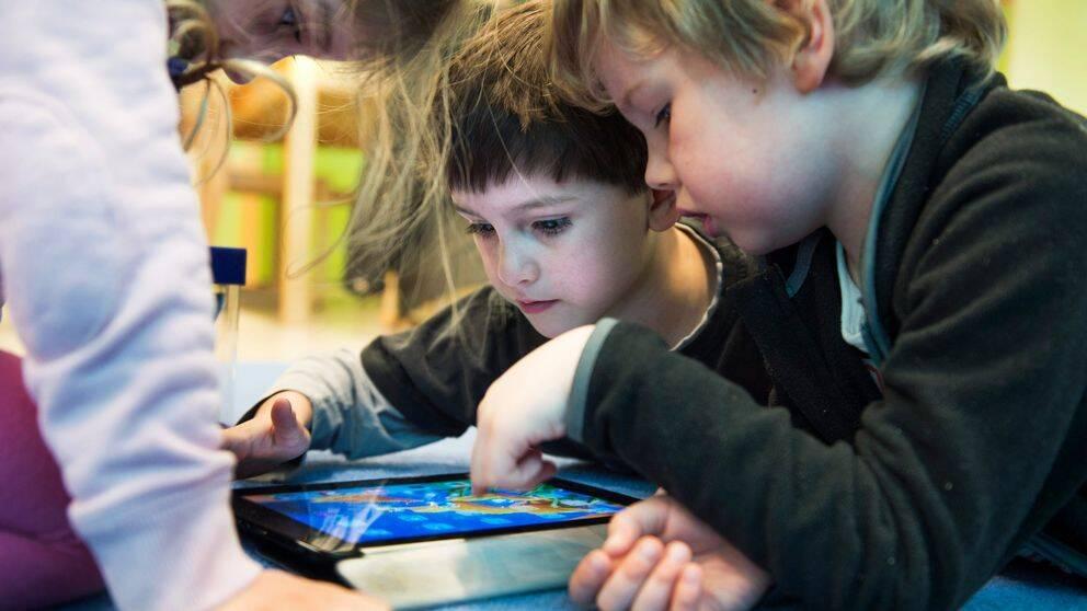 Moderaterna i Olofström vill förbjuda wi-fi och smartphones i kommunens förskolor.